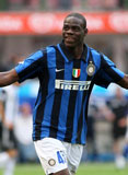 Balotelli responde con goles al racismo en Italia