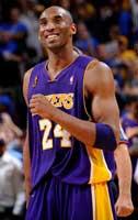 Kobe sonríe y no es para menos... Campeón por cuarta ocasión