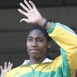 Caster Semenya saluda a los fanáticos sudafricanos