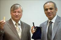 Esta vez, Kasparov, a la derecho, fue mucho mejor