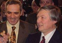 Dos reyes del ajedrez...solo uno, el de la izquierda, sonrió al final