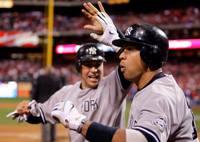 Alex Rodríguez celebra el tercer triunfo de los Yankees en la Serie Mundial