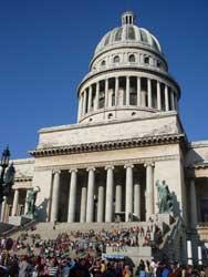 El Capitolio estaba lleno de personas que esperaban el inicio de la carrera