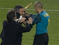 """Mourinho y su """"encuentro"""" con Víctor Valdés (foto tomada del diario Marca)"""