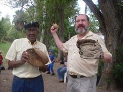 Sinclair junto a Oscar Blas Fernández, conocido como Cayuco Jonronero